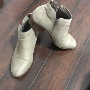 American eagle size 7 booties